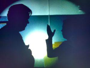 Clevere, innovative Regie in dieser Szene. Schöne Schattenspiele mit Bukow und König.